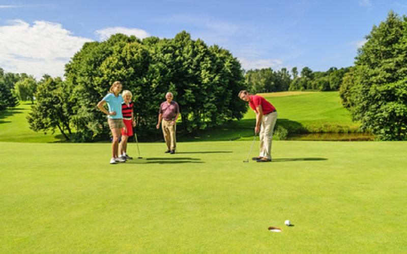 Comment bien jouer une partie de scramble au golf?