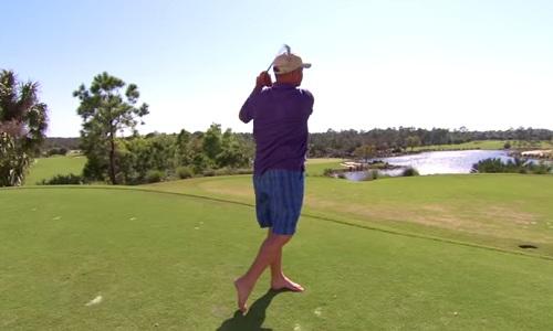 Différence entre amateurs et pros de golf: la liaison avec le sol!