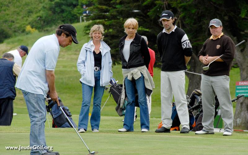 partager de bons moments au golf avec des amis