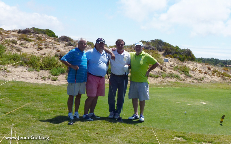 jouer au golf avec des amis