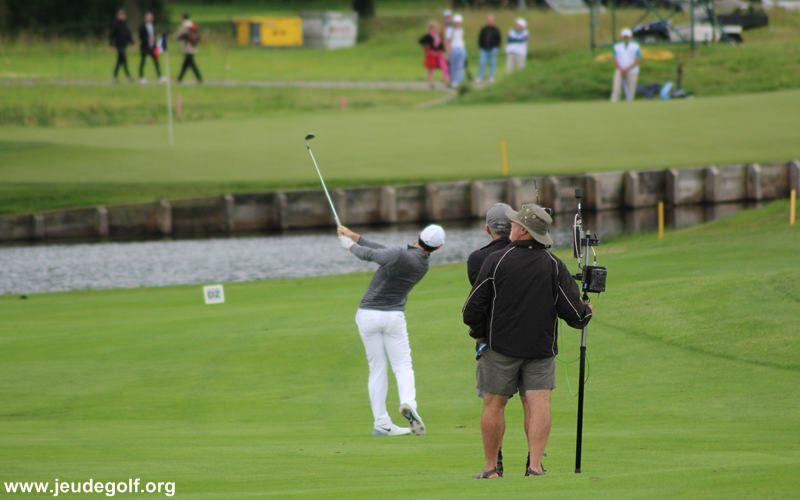 Comment Rory McIlroy travaille la balle autour du green