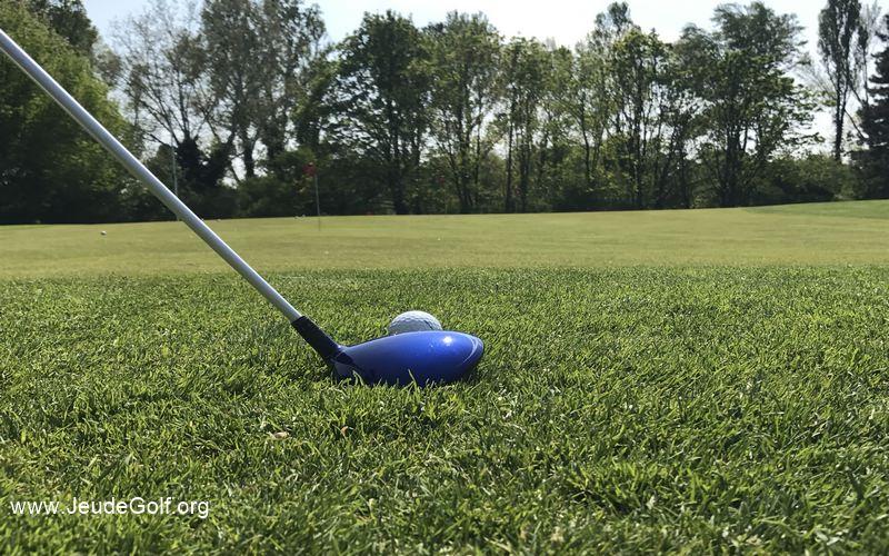 Labo Golf : Faut-il utiliser le bois 3 pour un chip en bord de green ?