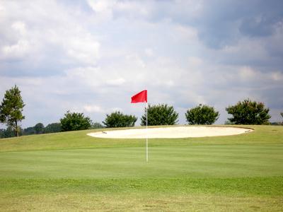 Jouer au golf contre le vent