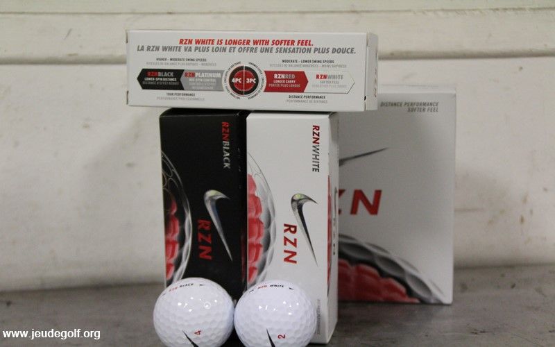 Test comparatif balles Nike RZN White vs RZN Black