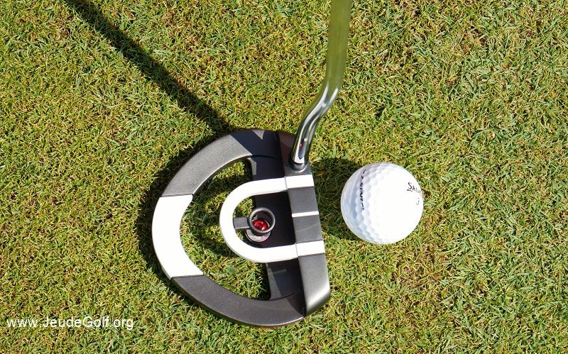 Test du putter Odyssey RED BALL: Le roi de l'alignement?