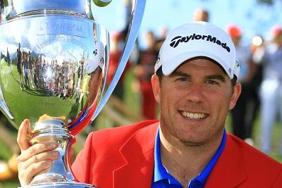 Ramsay porte la veste rouge du vainqueur à Crans-Montana