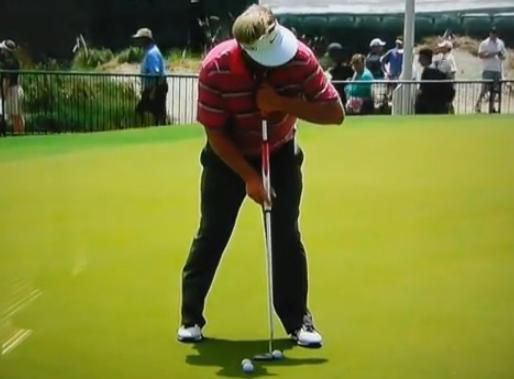 Modification des règles du golf pour maintenir les belly-putters
