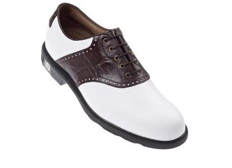 Quelles sont les caractéristiques d'une bonne chaussure de golf ?