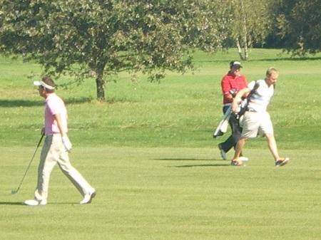 Son profil physique détermine son jeu de golf