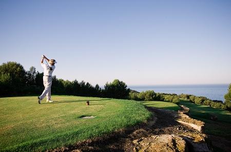 Vue du trou numéro 10 du parcours de Golf Dolce-Frégatte