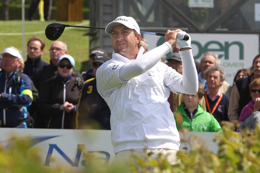 Darren Fichardt, joueur expérimenté du Tour Européen depuis 1997, a brillamment pris la tête du tournoi