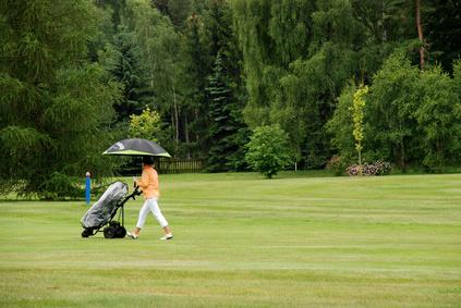 Comment jouer au golf sous la pluie